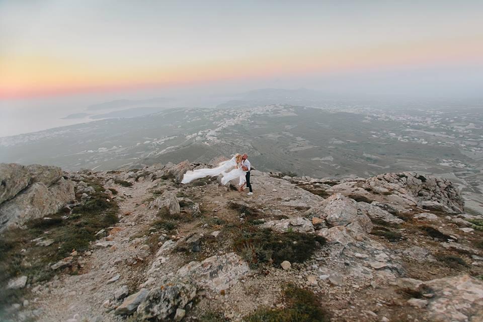 Il punto più alto di Santorini per godere di un tramonto in contemplazione