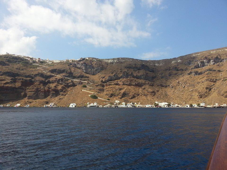 nea-kameni-caldera-santorini-therasia